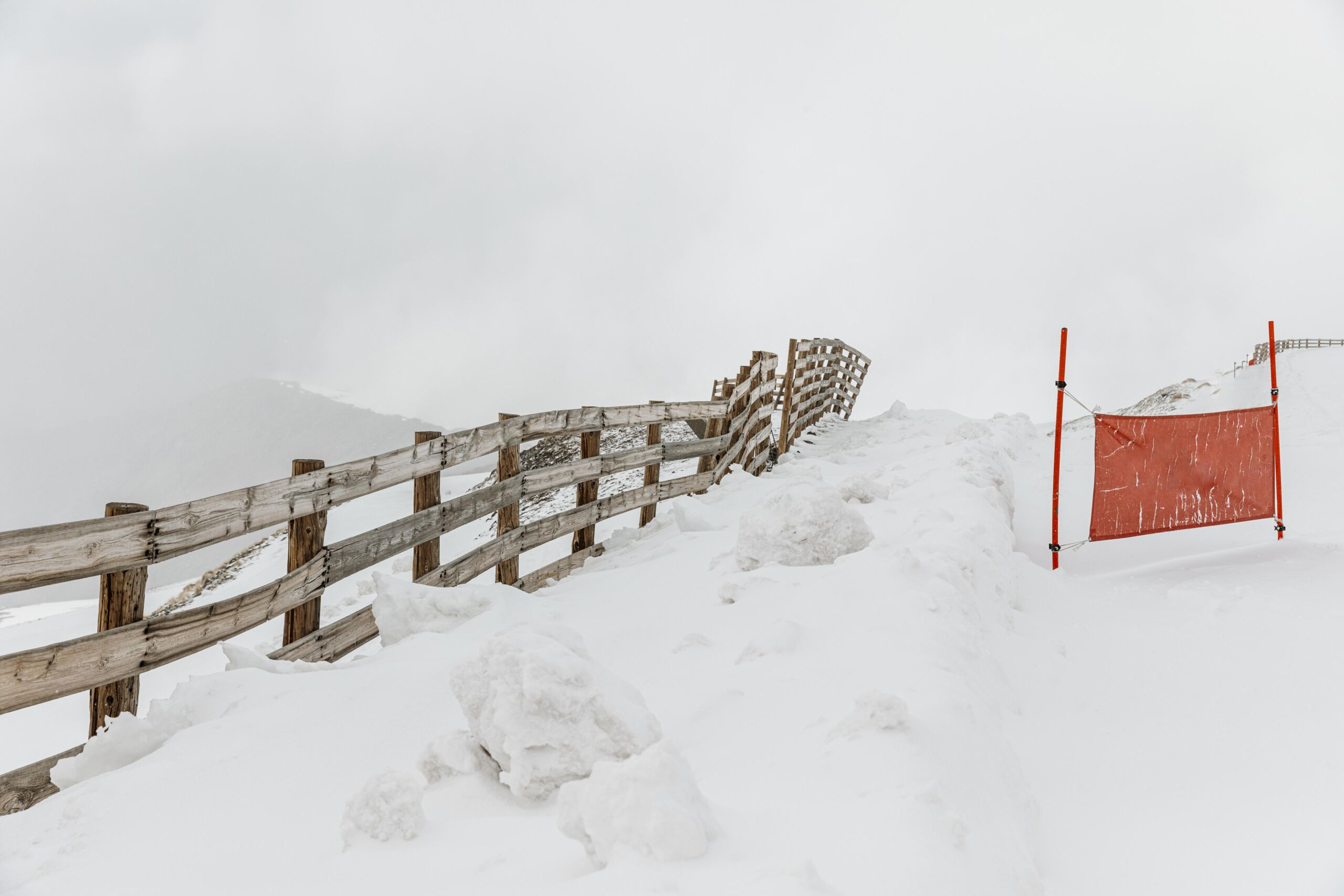 4 Fence Types Which Hold Up Well in the Canadian Winter